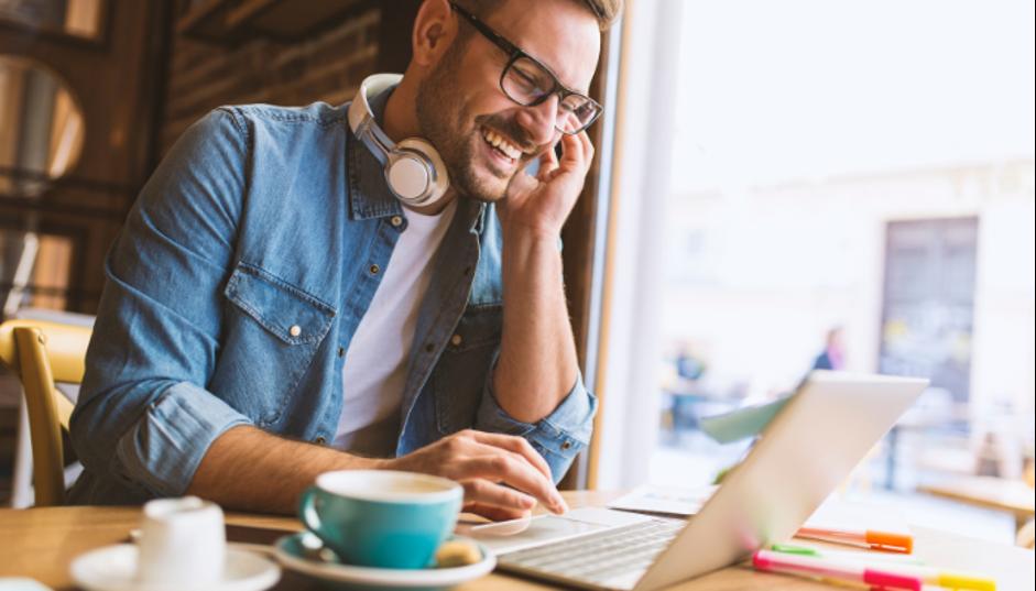 freelancer có thể ngồi làm việc ở bất cứ đâu