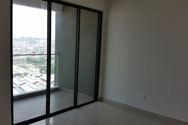 For Sale Condominium at Univ 360 Place, Seri Kembangan Leasehold Semi Furnished 3R/2B 460k