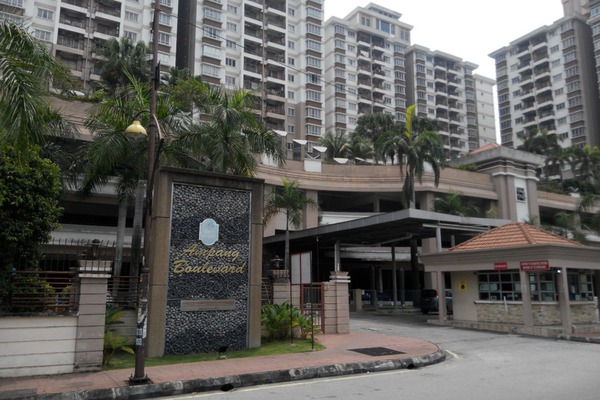 For Rent Condominium at Ampang Boulevard, Ampang Leasehold Semi Furnished 3R/2B 1.8千
