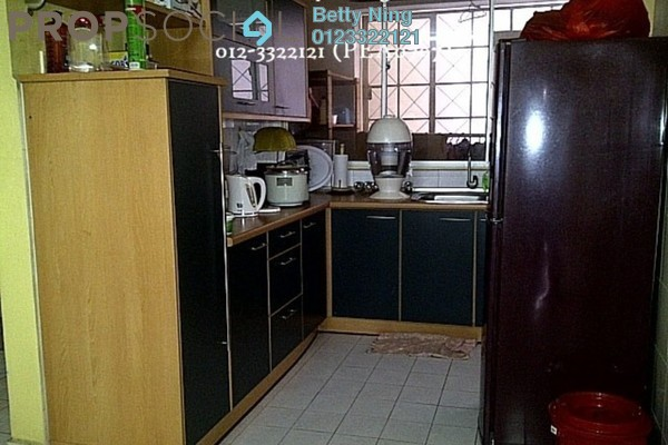 For Sale Condominium at Kelana D'Putera, Kelana Jaya Leasehold Semi Furnished 3R/2B 520k