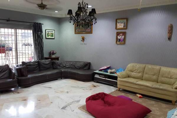 For Sale Terrace at Kampung Jawa, Shah Alam Freehold Semi Furnished 4R/3B 560k