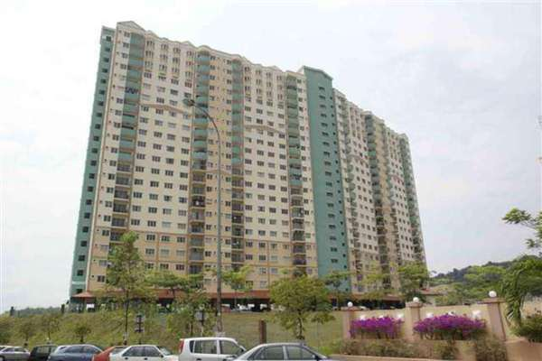 For Sale Apartment at Desaminium Rimba, Bandar Putra Permai Leasehold Semi Furnished 5R/3B 312k