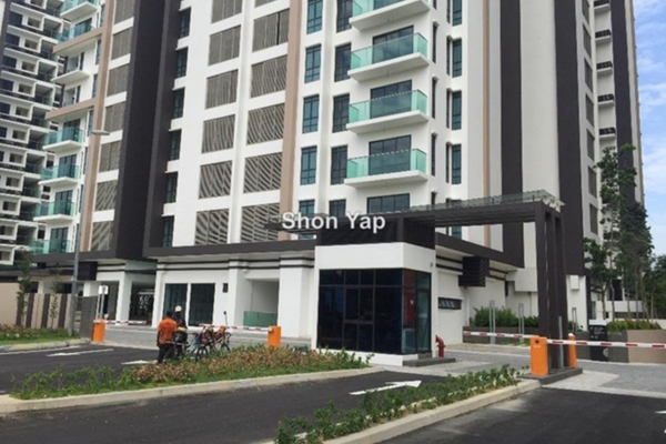 For Sale Condominium at Isola, Subang Jaya Freehold Semi Furnished 2R/2B 920k