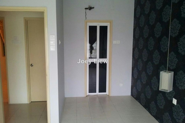 For Rent Condominium at The Heron Residency, Puchong Leasehold Semi Furnished 2R/2B 1k