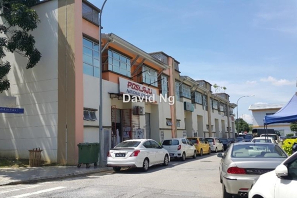 For Sale Office at Cova Square, Kota Damansara Leasehold Semi Furnished 2R/1B 330k