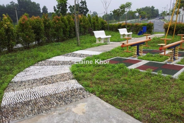 For Sale Terrace at Azalea Homes, Rawang Freehold Unfurnished 4R/3B 540k