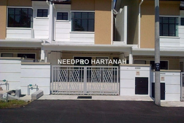 For Sale Terrace at Taman Puncak Saujana, Kajang Freehold Unfurnished 4R/3B 750k