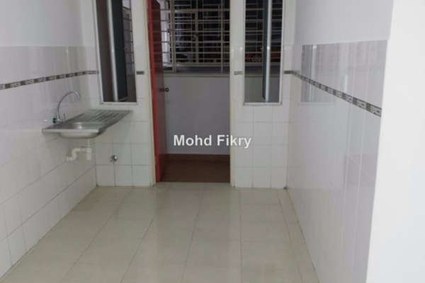 For Sale Condominium at Banjaria Court, Batu Caves Leasehold Unfurnished 3R/2B 370k