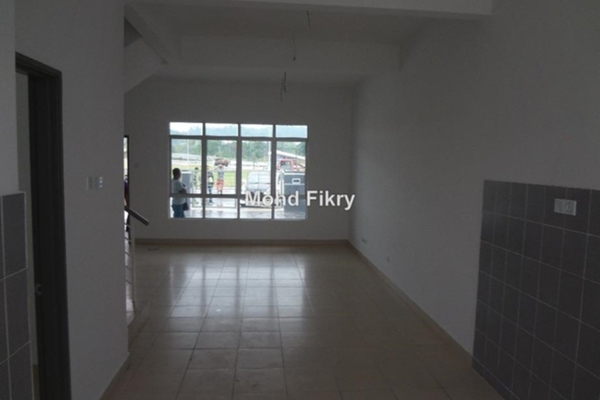 For Sale Terrace at Pines, HillPark Leasehold Unfurnished 4R/3B 470k