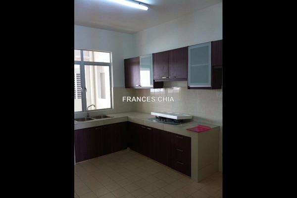 For Rent Condominium at Pearl Avenue, Kajang Leasehold Semi Furnished 3R/2B 1.4k