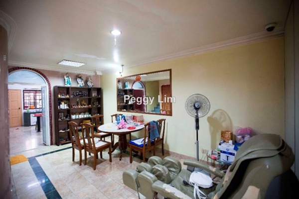 For Sale Terrace at Taman Wangsa Permai, Kepong Leasehold Semi Furnished 4R/3B 860k
