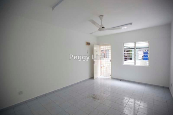 For Sale Apartment at PJS 1, PJ South Leasehold Unfurnished 3R/2B 138k