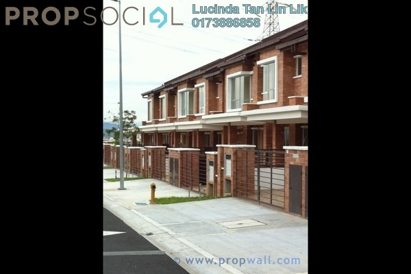 For Sale Terrace at Taman Universiti Indah, Seri Kembangan Freehold Semi Furnished 4R/3B 638k
