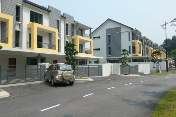 For Sale Terrace at Taman Puncak Saujana, Kajang Freehold Unfurnished 4R/4B 750k