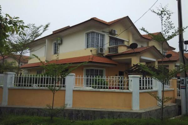 For Sale Semi-Detached at Seksyen 6, Bandar Bukit Mahkota  Semi Furnished 3R/3B 588k