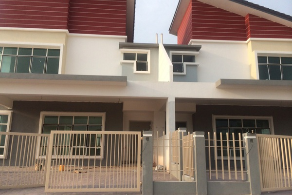 For Sale Semi-Detached at Taman Pelangi Semenyih 2, Semenyih Freehold Unfurnished 5R/4B 815k