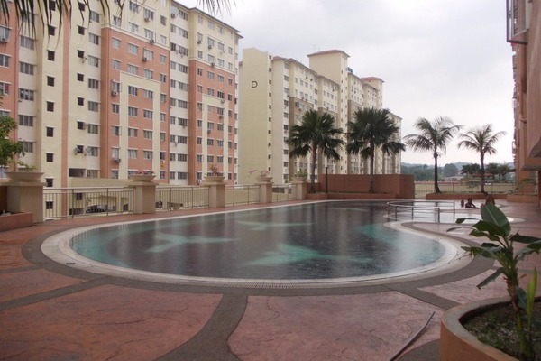 For Rent Condominium at Suria Kinrara, Bandar Kinrara Leasehold Semi Furnished 3R/2B 900translationmissing:en.pricing.unit
