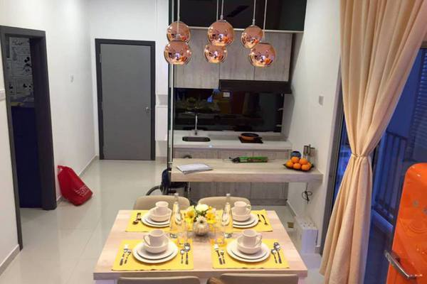 For Sale Condominium at The Edge Residen, Subang Jaya Leasehold Unfurnished 2R/2B 380k