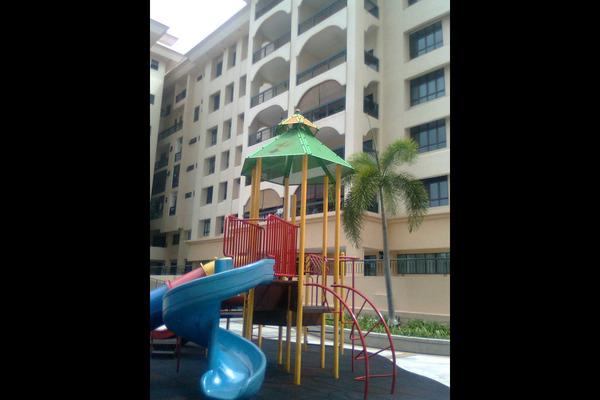 For Rent Condominium at 1 Bukit Utama, Bandar Utama Freehold Semi Furnished 4R/3B 3.2k