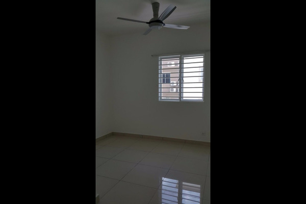 For Rent Condominium at Aman Heights, Seri Kembangan Freehold Semi Furnished 3R/2B 1.3k