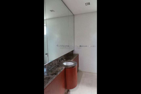 For Rent Duplex at Dua Residency, KLCC Freehold Semi Furnished 4R/5B 13k