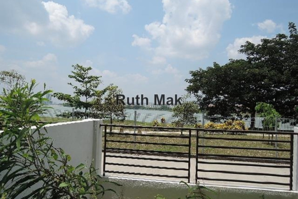 For Sale Townhouse at Summer Homes, Puchong Leasehold Unfurnished 3R/4B 699k