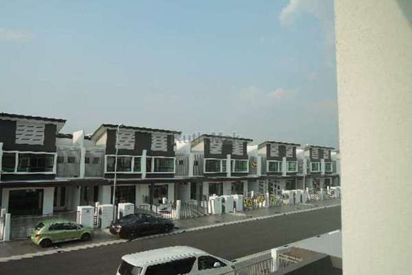 For Sale Link at Lakeside Residences, Puchong Leasehold Unfurnished 4R/3B 950k