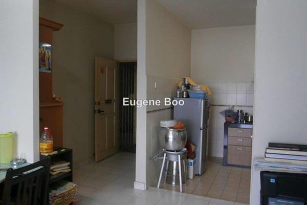 For Sale Apartment at D'Cahaya Apartment, Bandar Puchong Jaya Leasehold Semi Furnished 3R/2B 388k