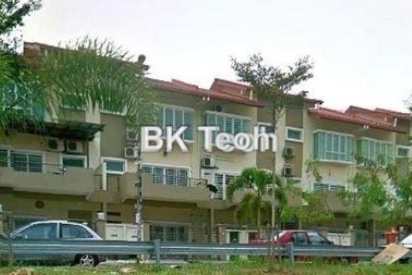 For Sale Terrace at Taman Bukit Serdang, Seri Kembangan Leasehold Unfurnished 5R/4B 818k