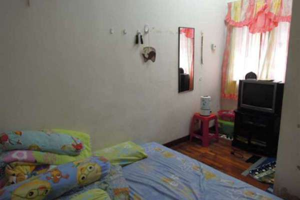 For Sale Terrace at PU10, Bandar Puchong Utama Freehold Semi Furnished 4R/3B 528k