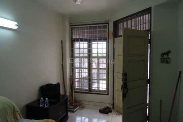 For Sale Link at BK2, Bandar Kinrara Freehold Unfurnished 4R/3B 698k