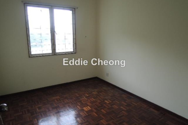 For Sale Apartment at Saraka Apartment, Pusat Bandar Puchong Leasehold Unfurnished 3R/2B 370k