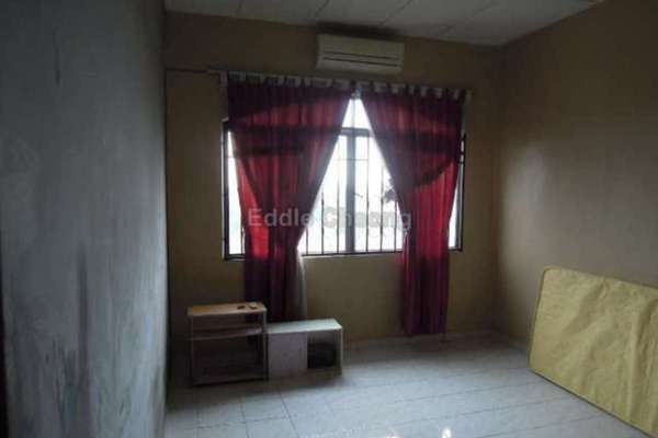 For Sale Apartment at Sri Mekar Apartment, Bandar Puchong Jaya Leasehold Unfurnished 3R/2B 330k