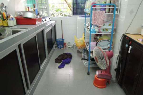 For Sale Apartment at Sri Cempaka Apartment, Bandar Puchong Jaya Leasehold Semi Furnished 3R/2B 318k