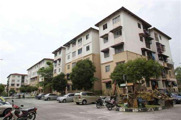For Sale Apartment at Sri Indah Apartment, Bandar Putra Permai Leasehold Unfurnished 3R/1B 105k