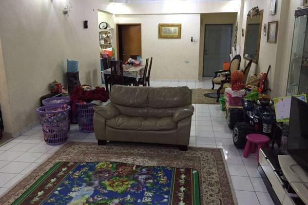 For Sale Condominium at Tiara Kelana, Kelana Jaya Leasehold Semi Furnished 4R/2B 630k