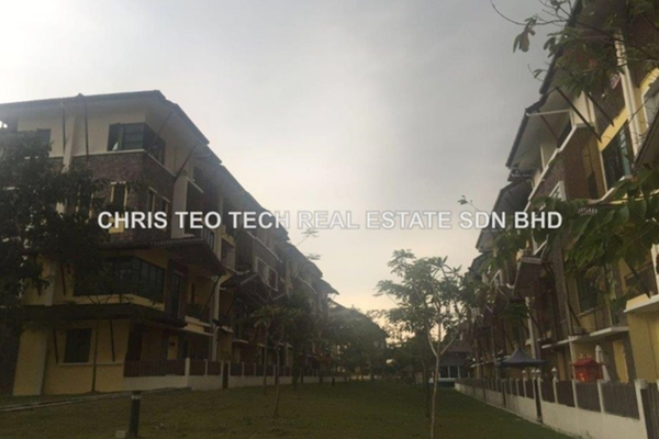 For Rent Townhouse at Lake Valley, Bandar Tun Hussein Onn Leasehold Semi Furnished 3R/3B 1.6k