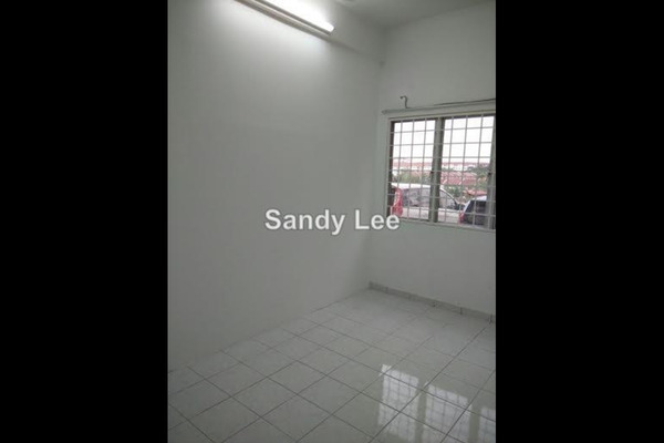 For Rent Apartment at Sri Cassia, Bandar Puteri Puchong Leasehold Unfurnished 3R/1B 1.2k
