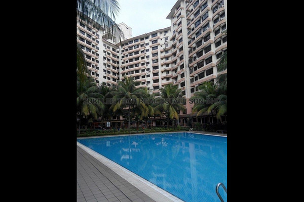For Rent Condominium at Bayu Tasik 1, Bandar Sri Permaisuri Leasehold Semi Furnished 3R/2B 1.4k