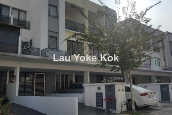 For Sale Townhouse at Odora Parkhomes, 16 Sierra Leasehold Unfurnished 3R/3B 670k