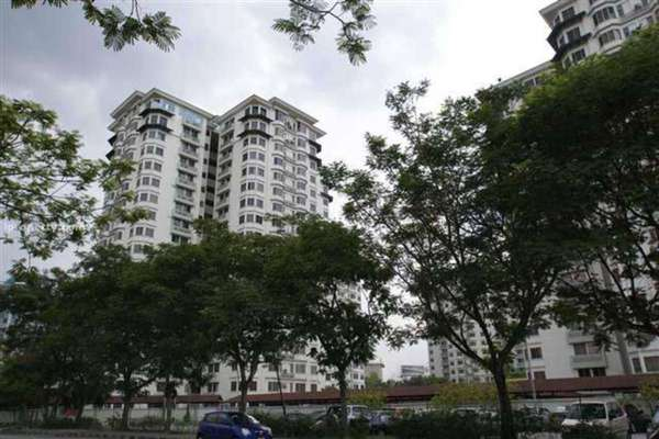 For Sale Condominium at Kelana D'Putera, Kelana Jaya Leasehold Unfurnished 2R/2B 570k