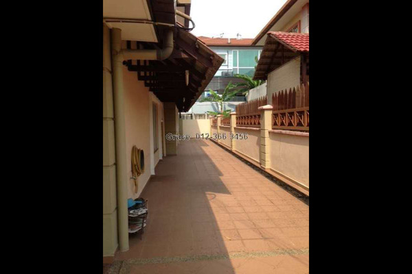 For Sale Semi-Detached at Taman Pinggiran Putra, Bandar Putra Permai Leasehold Unfurnished 5R/3B 920k