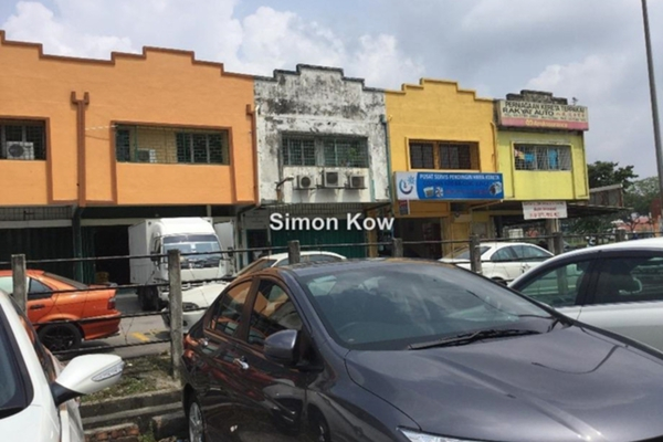 For Sale Shop at Taman Petaling Utama, PJ South Leasehold Unfurnished 0R/0B 990k