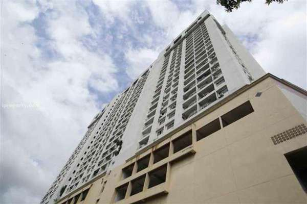 For Sale Condominium at Pearl Point Condominium, Old Klang Road Freehold Semi Furnished 3R/2B 430k