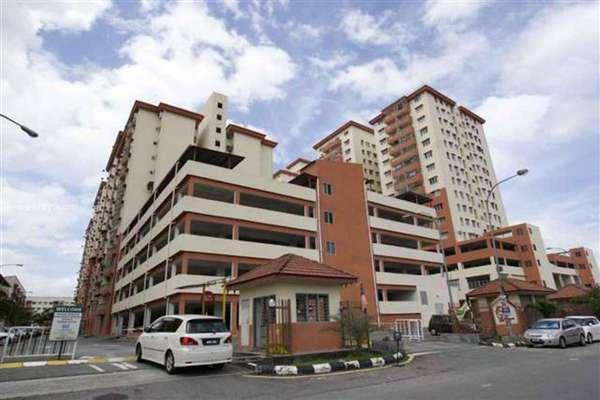 For Sale Apartment at Sri Ria Apartment, Kajang Freehold Unfurnished 3R/2B 243k