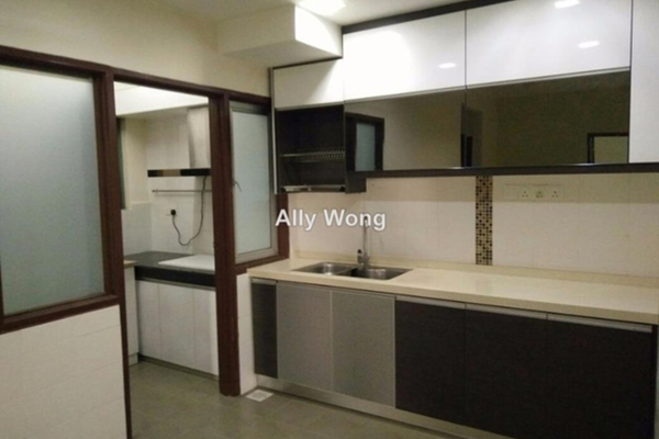 For Sale Condominium at Villa Park, Seri Kembangan Freehold Semi Furnished 3R/2B 399k