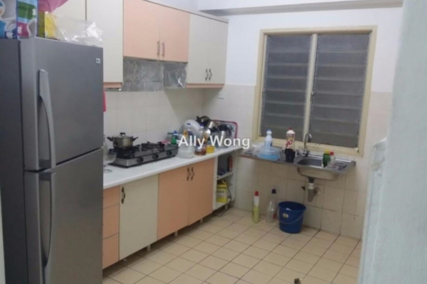 For Sale Apartment at Sri Dahlia Apartment, Kajang Freehold Semi Furnished 3R/2B 250k