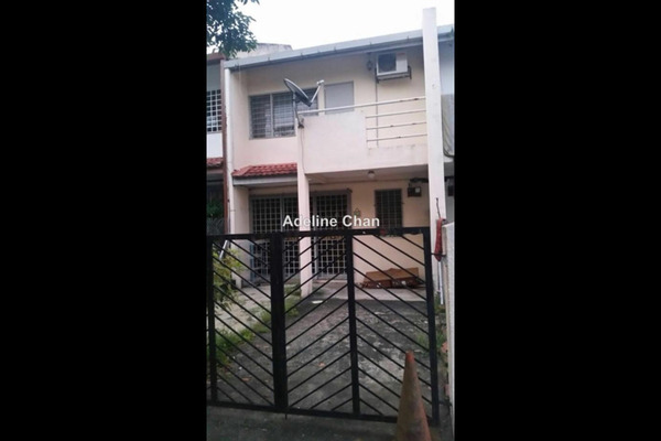 For Rent Terrace at SS19, Subang Jaya Leasehold Semi Furnished 2R/2B 1.3k