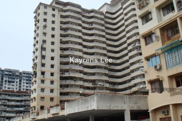 For Sale Apartment at Eastern Court, Green Lane Leasehold Unfurnished 3R/2B 420k