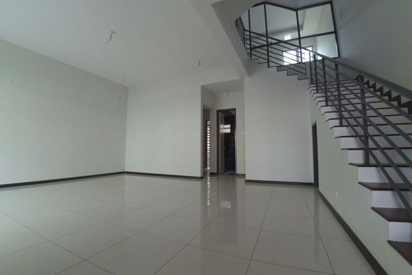 For Sale Superlink at Taman Saujana Suria, Kajang  Unfurnished 4R/4B 738k